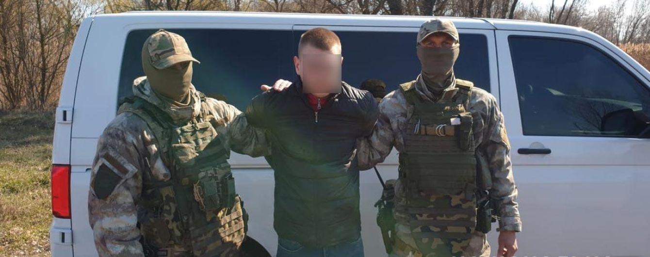 """Разбойное нападение: в Полтаве задержали парней, которые с оружием """"обчистили"""" пункт обмена валют"""