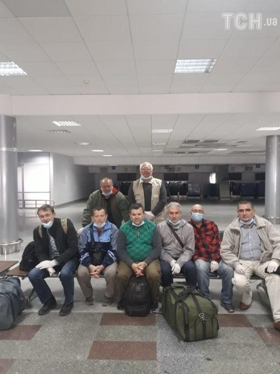 """""""Деякі історії особливі"""": МЗС розповіло про повернення українських авіаторів з Уганди через закриті кордони"""