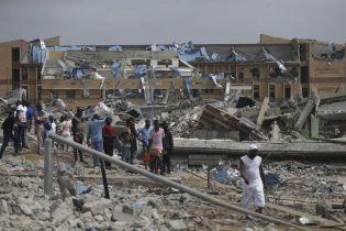 В Нигерии мощным взрывом снесло более 100 домов