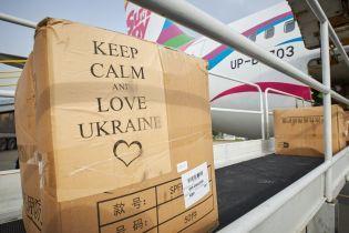 До України прибув другий медичний вантаж з Китаю: що привезли і куди доправлять