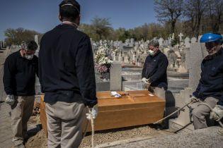 Новый антирекорд: в Испании за 24 часа коронавирус унес более 830 жизней