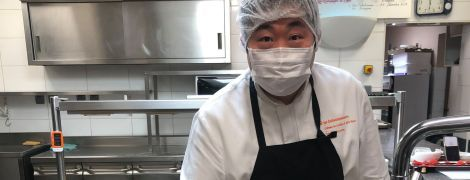 Во Франции мишленовский шеф-повар бесплатно готовит еду для медиков, которые лечат от COVID-19