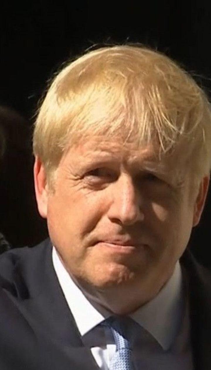 Премьер-министр Великобритании рассылает открытки с призывами оставаться дома
