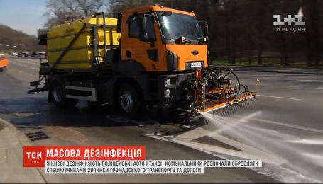 Столичные коммунальщики обрабатывают спецрастворами остановки общественного транспорта и дороги