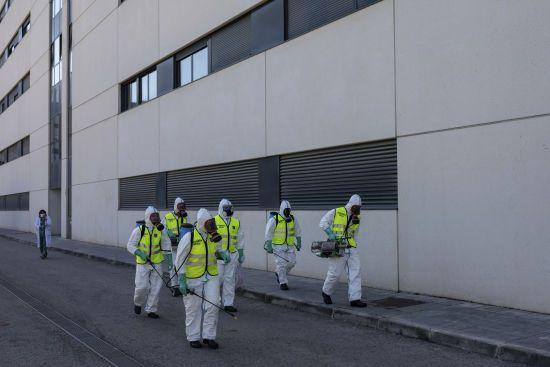 В Іспанії сповільнилася смертність від коронавірусу, однак жертв понад 800