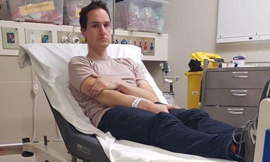 Австралійський учений робив намисто проти коронавірусу та потрапив до лікарні з магнітами у носі
