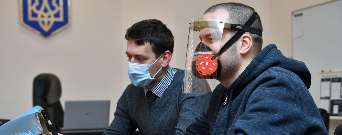 У Рівненській області збираються виробляти захисні маски-екрани для лікарів