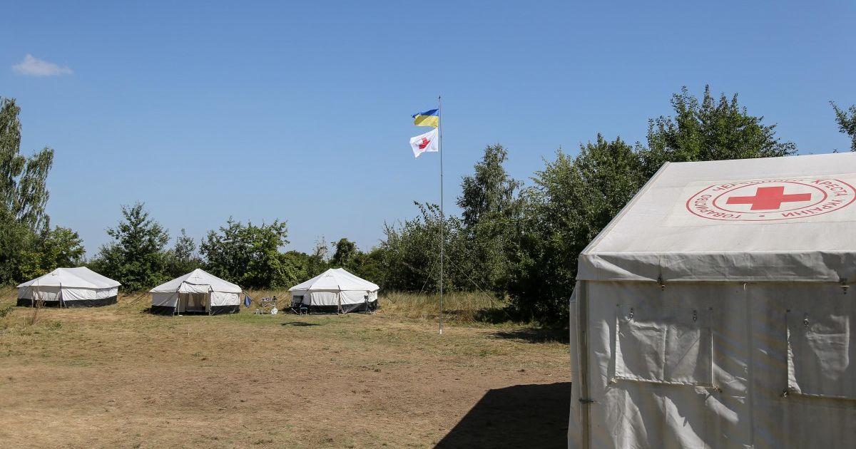 В Житомире и Днепре возле больниц поставили палатки для проверки больных коронавирусом