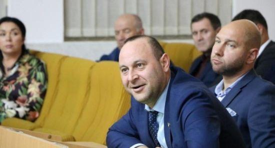Компанії депутата Негулевського незаконно перерахували гроші за ремонт доріг до його виконання – розслідування