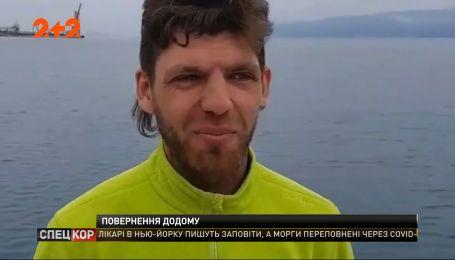 Украинские моряки две недели на яхте пытаются вернуться домой из Хорватии