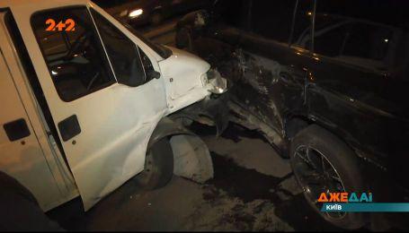 Тройная авария в Киеве: водитель протаранил два авто, но признать вину не захотел