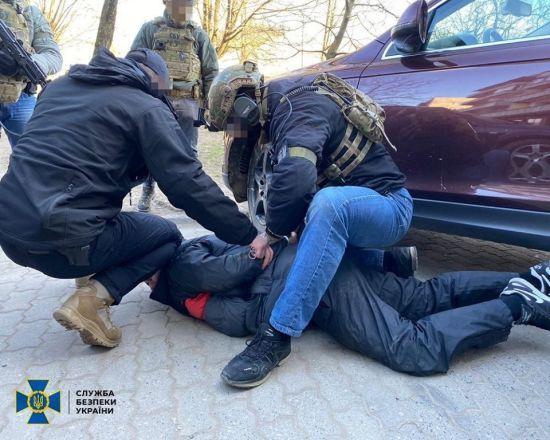 """На Закарпатті затримали рекетирів, яких """"покривав"""" місцевий депутат"""