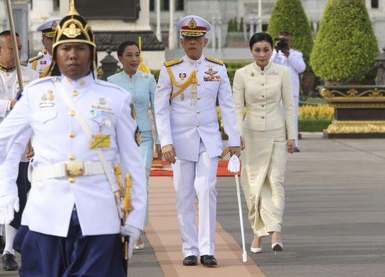 Король Таїланду самоізолювався від коронавірусу у німецькому готелі із десятками коханок