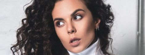Быть красивыми на карантине: Настя Каменских дала урок быстрого макияжа