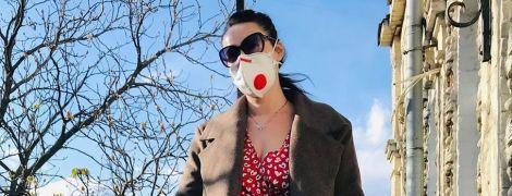 В платье с принтом, респираторе и резиновых перчатках: Соломия Витвицкая продемонстрировала новый образ