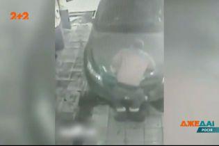 """В Іркутську водій переплутав """"газ"""" із """"тормозом"""" і врізався у автомийку"""