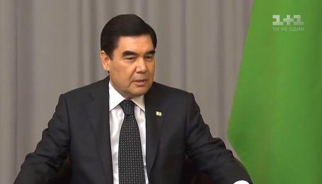Президент Туркменістану вольовим рішенням переміг всю пандемію