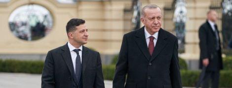 Зеленский переговорил с Эрдоганом о поставках в Украину респираторов и защитных костюмов