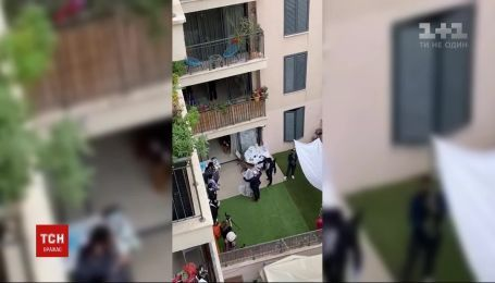 В Израиле житель многоэтажки снял свадьбу во внутреннем дворе
