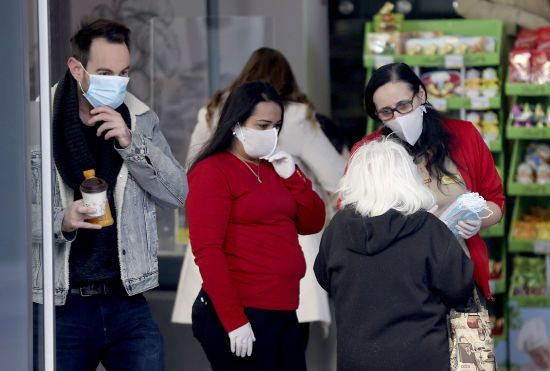 Через стрімке збільшення інфікованих Японія запроваджує надзвичайний стан