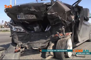 Серйозна ДТП під Києвом: на Одеській трасі не розминулися два легковики