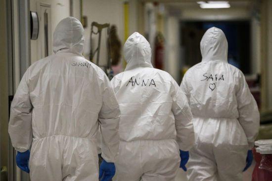 За добу понад 90 українських медиків інфікувалися коронавірусом