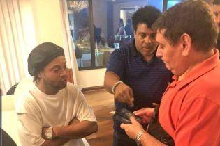 Роналдіньо відпустили з-під арешту, він чекатиме на вирок суду в Парагваї