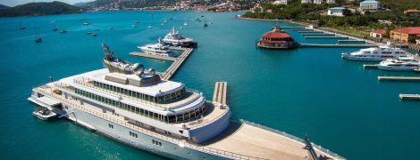 """Позорно и гротескно"": в разгар пандемии коронавируса голливудский миллиардер изолировался от мира на своей яхте"