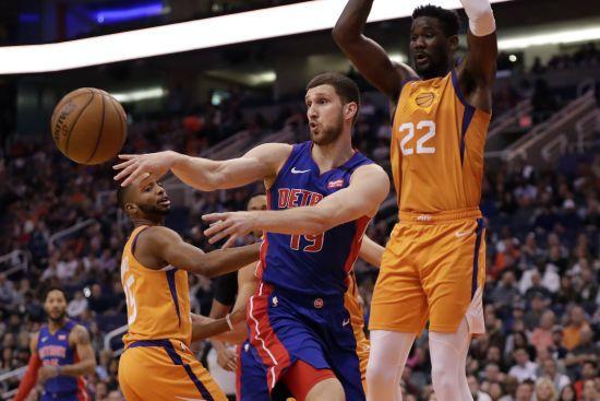 У Мережі з'явилося відео фантастичних дальніх влучань українця Михайлюка в НБА
