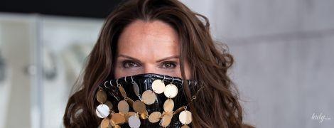 Із золотими прикрасами і пластиковими іклами: дизайнерка з Баварії презентувала екстравагантні маски