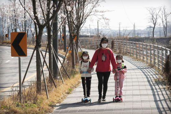Позов на 100 тисяч доларів: у Південній Кореї судяться з туристками, які приїхали зараженими коронавірусом