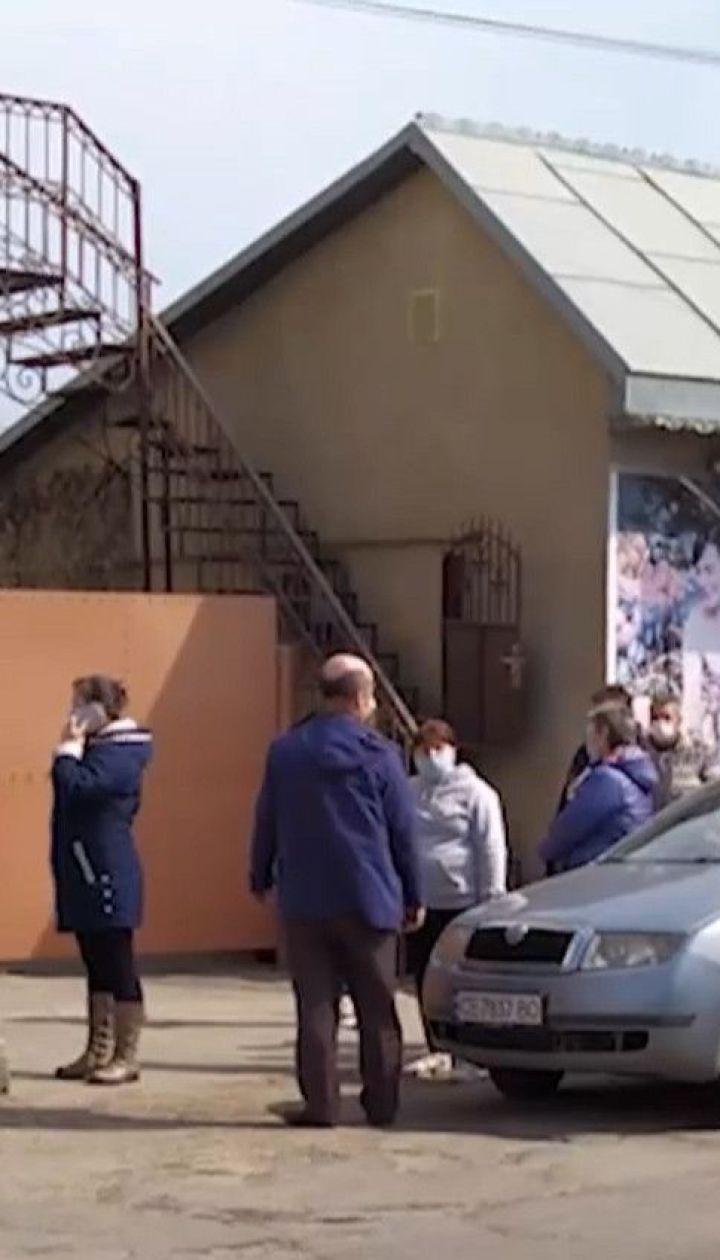 Из-за запрета выходить на улицу на Буковине в продуктовых магазинах возник ажиотаж