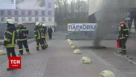 На Крещатике с утра тушат пожар в подземных коммуникациях