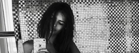 Обнаженная и в объятиях мужа: Эмили Ратажковски опубликовала откровенный снимок