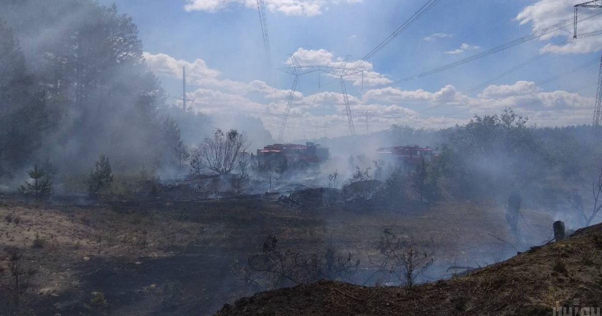 Спасатели продолжают тушить пожар в Чернобыльской зоне