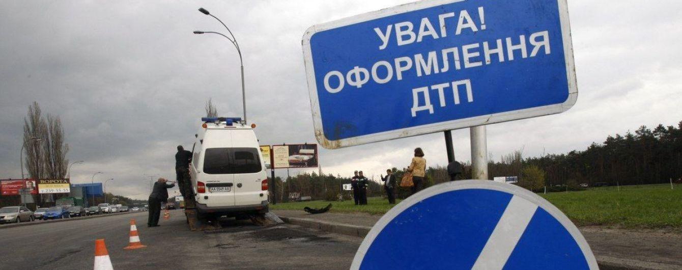 Под Киевом из-за пылевой бури столкнулись четыре грузовика и две легковушки, есть погибшие
