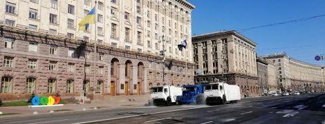 У Києві Нацгвардія на спецавтомобілях дезінфікує вулиці