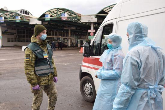 Прикордонники затримали трьох порушників режиму самоізоляції, які намагалися виїхати з України