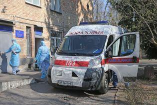 """Не доехал к больнице: на Закарпатье в карете """"скорой"""" умер мужчина с подозрением на коронавирус"""