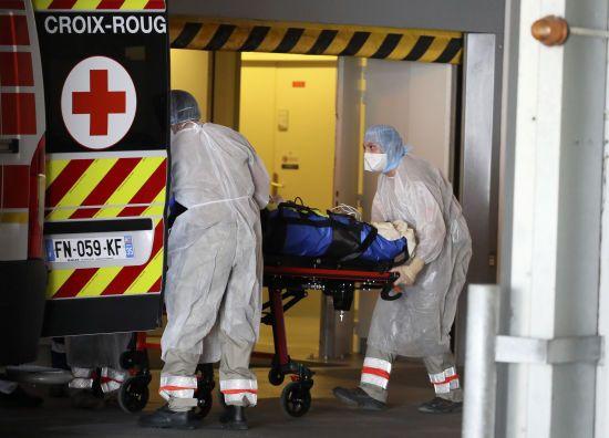 Спалах коронавірусу в США: лікарні у Нью-Йорку переповнені інфікованими