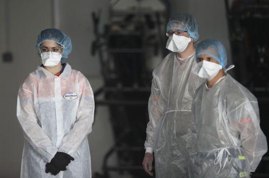 Потрібен стадний імунітет: американський епідеміолог закликав скасувати світовий карантин, щоб перемогти коронавірус