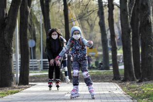 В Минздраве рассказали, с какого возраста детям нужно носить маску