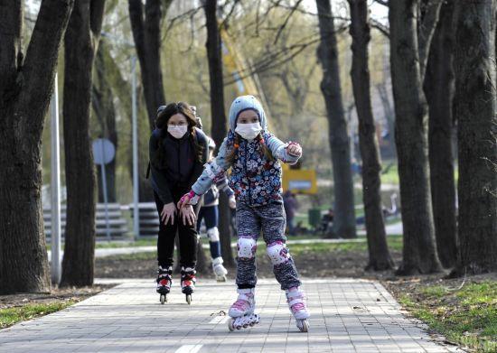 У МОЗі розповіли, з якого віку дітям потрібно носити маску