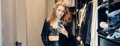 В кружевном топе-бюстье, кожаных брюках и лимонных лодочках: Алена Шоптенко похвасталась стильным луком
