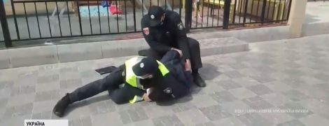 Жестокий карантин: в Одессе избитый копами предприниматель будет судиться с полицией
