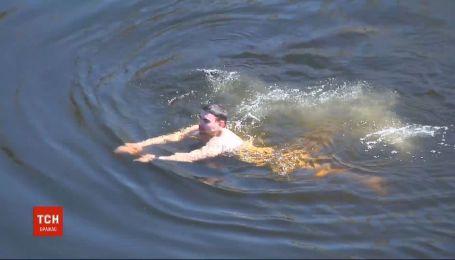 Порушив правила карантину: у столичному Гідропарку хлопець плавав у Дніпрі