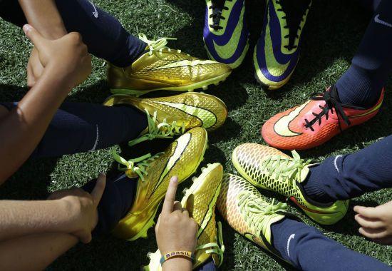 В Англії готуються до короткої футбольної передсезонки: тренерам доведеться вигадати особливу програму підготовки