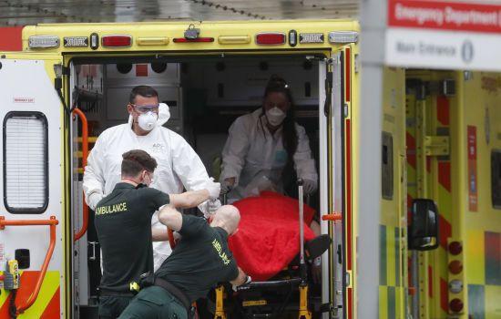 Велика Британія першою в Європі перетнула позначку в 30 тисяч смертей від коронавірусу