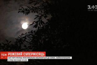 Розовое таинство: Луна максимально приблизится к Земле и изменит свой цвет