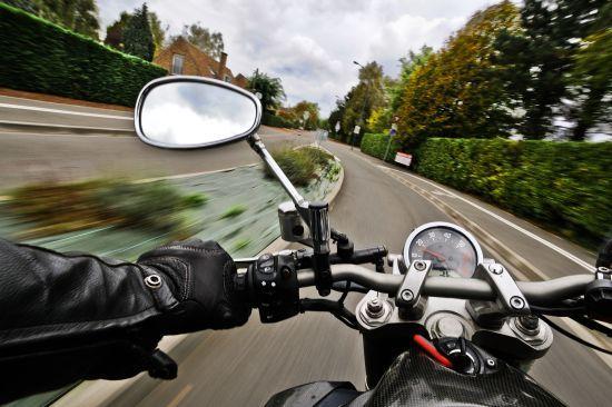 У Вінницькій області чоловік застряг на краденому мотоциклі в болоті